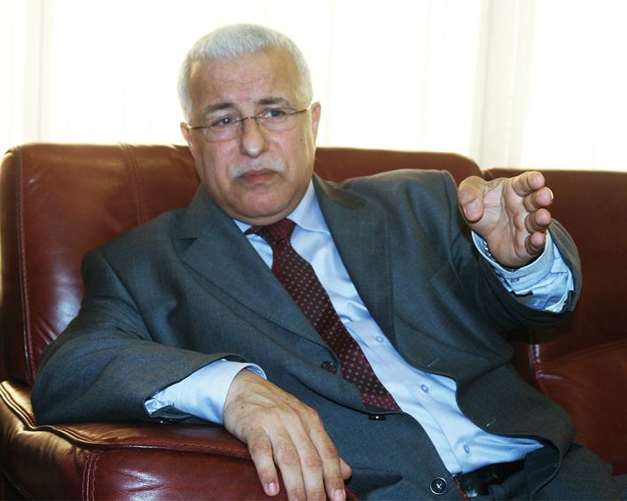 Mohamed Benmeradi, ministre de l'Industrie