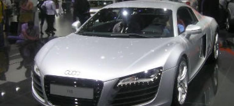 Audi R8 au stand de Sovac pour placer la barre très haut