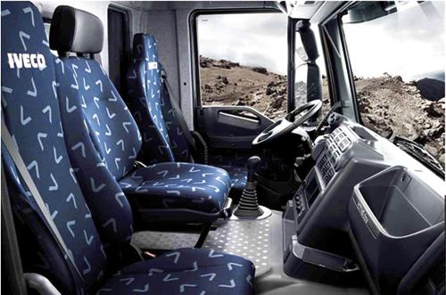 Iveco le stralis sacr camion international de l ann e for Camion americain interieur cabine