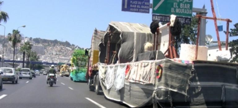 Tracteurs dans la ville : les camions de la communication