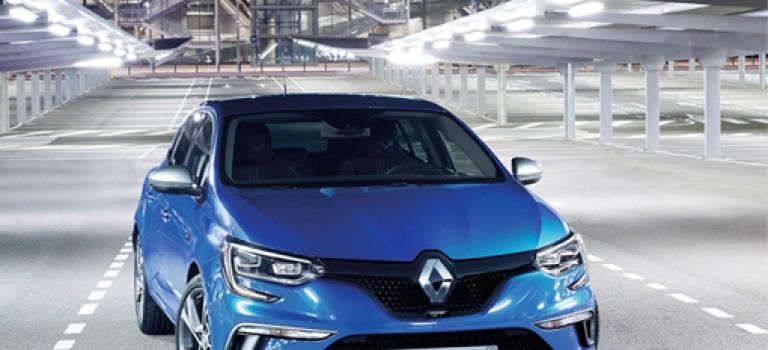 Renault Mégane reçoit le Trophée de la voiture connectée