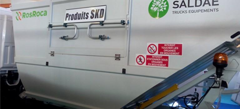 Polluetec 2016 : Saldae trucks équipement présente en avant la première la benne à ordure monté en SKD et des équipements unicorn pour le nettoyage des plages
