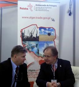 (A droite) : M. Janus Pisz, Conseiller et Chef de service de la promotion du Commerce et des investissements de l'Ambassade de la République de Pologne à Alger.