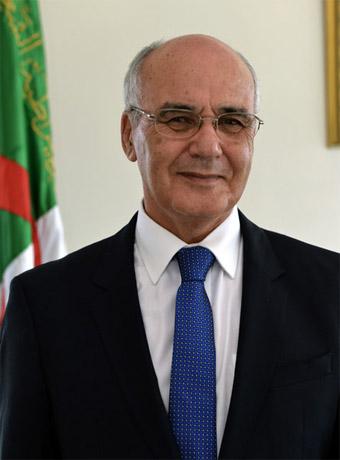 Mr Youcef Yousfi,  Ministre de l'industrie et des mines.