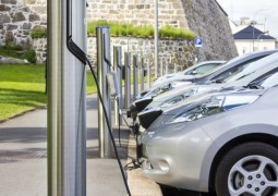 Mobilité électrique : 430 000 chargeurs accessibles dans le monde en 2017 pour plus de 3 millions de véhicules hybrider électrique en circulation