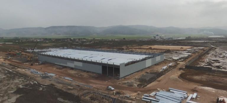 le groupe Psa réaffirme la poursuite de son projet  d'usine de montage et que les  travaux de construction avancent à grands pas.