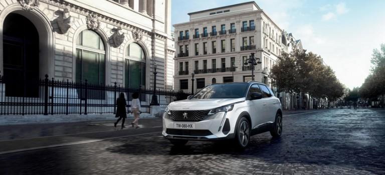 Le premier véhicule électrique hybride rechargeable PEUGEOT dévoilé aux Emirats Arabes Unis